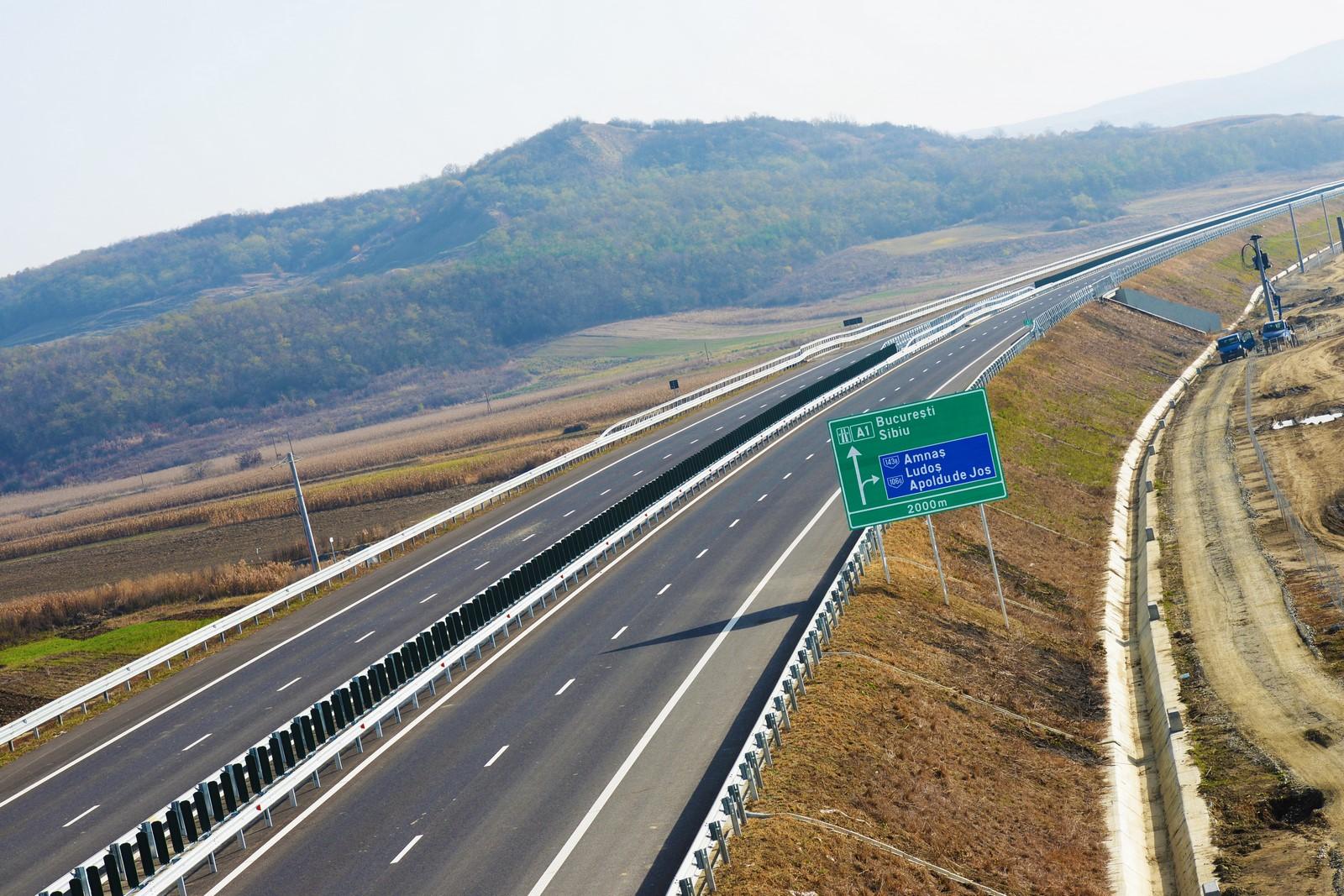 Constructorii care termină mai repede noua autostradă din Sibiu, câștigători ai altor zece km către Pitești