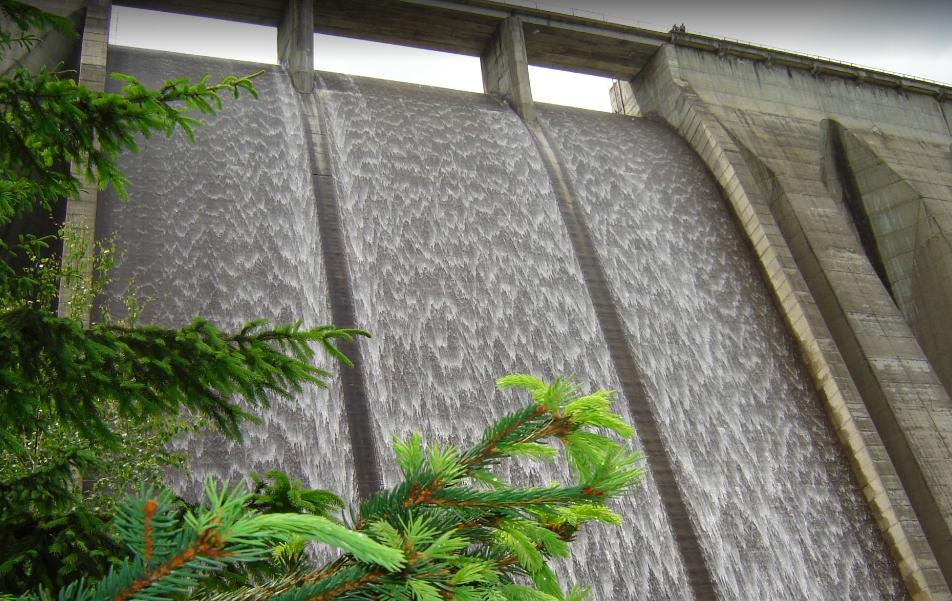 Un sibian s-a aruncat în gol de la 75 de metri, de pe barajul de la Gura Râului