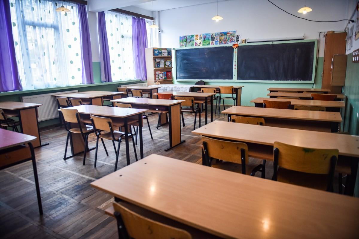 Doi elevi de la Nicolae Iorga au fost testați pozitiv. O clasă de a II-a și o clasă de a IV-a merg în on line