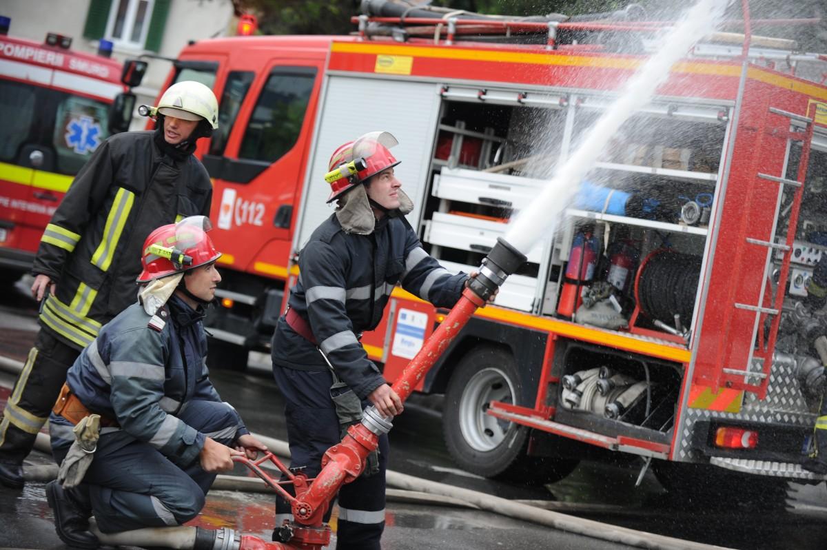 Patru incendii stinse de pompierii sibieni, azi noapte
