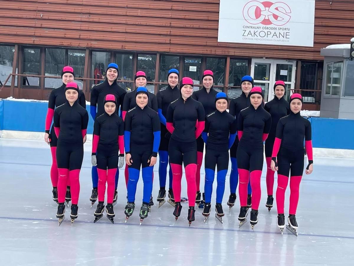 """Povestea sibienilor cu rezultate la patinaj viteză: """"Suntem singurii care nu avem gheaţă acasă, dar avem campioni"""""""