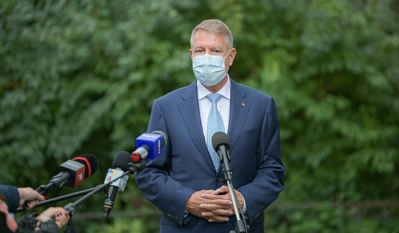 Decretul privind revocarea lui Vlad Voiculescu din funcţia de ministru al Sănătăţii, semnat de preşedintele Iohannis