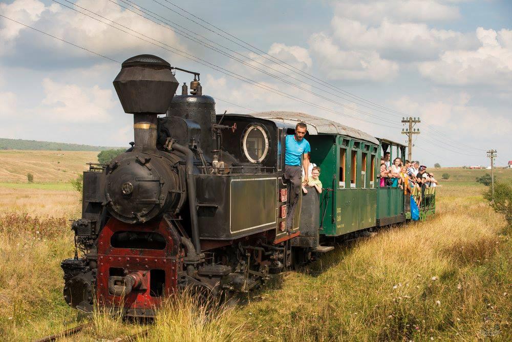 După 20 de ani, Mocănița se apropie iar de Sibiu: liniile de cale ferată au fost scoase de sub asfaltul de la Cașolț