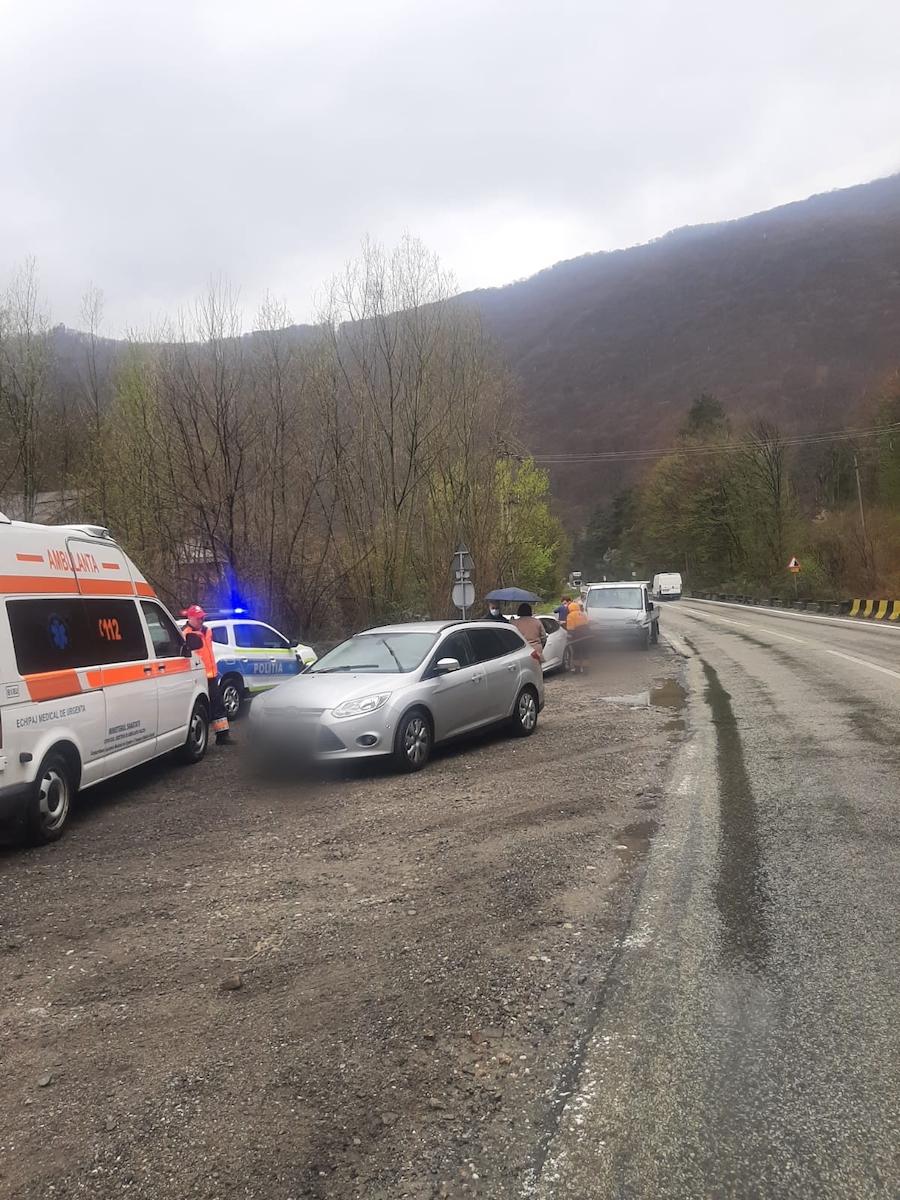Accident în lanț pe Valea Oltului provocat de un șofer din Sibiu