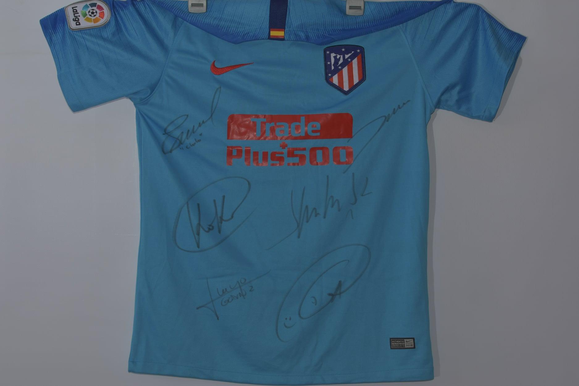 Tricoul lui Koke de la Atletico Madrid, sau cel al lui Dan Petrescu, la Națională, de la 3000 de lei. Licitație pentru copiii cu autism