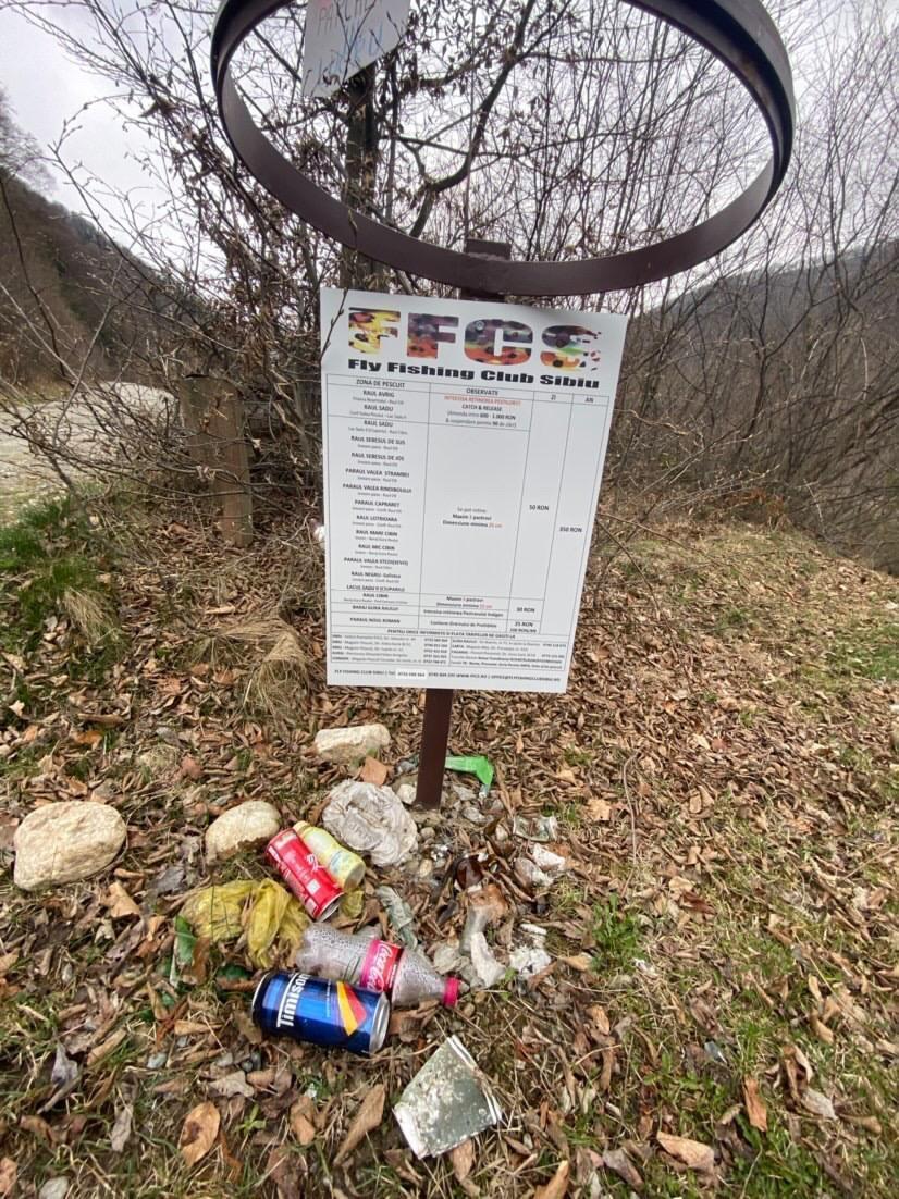 """FOTO """"Depozitul de deșeuri"""" de la barajul din Gura Râului. Primarul: """"Curățăm și în câteva zile e la loc"""""""