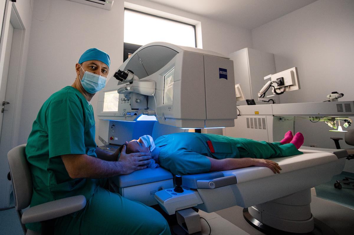 SMILE, cea mai performantă operație refractivă LASER, ocazie unică în rețeaua Dr. Holhoș