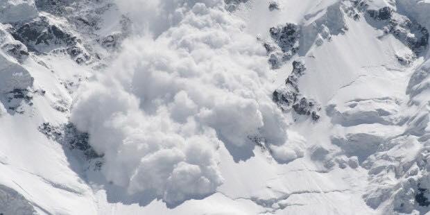 Doi turiști au fost surprinși de o avalanșă, lângă Bâlea Lac