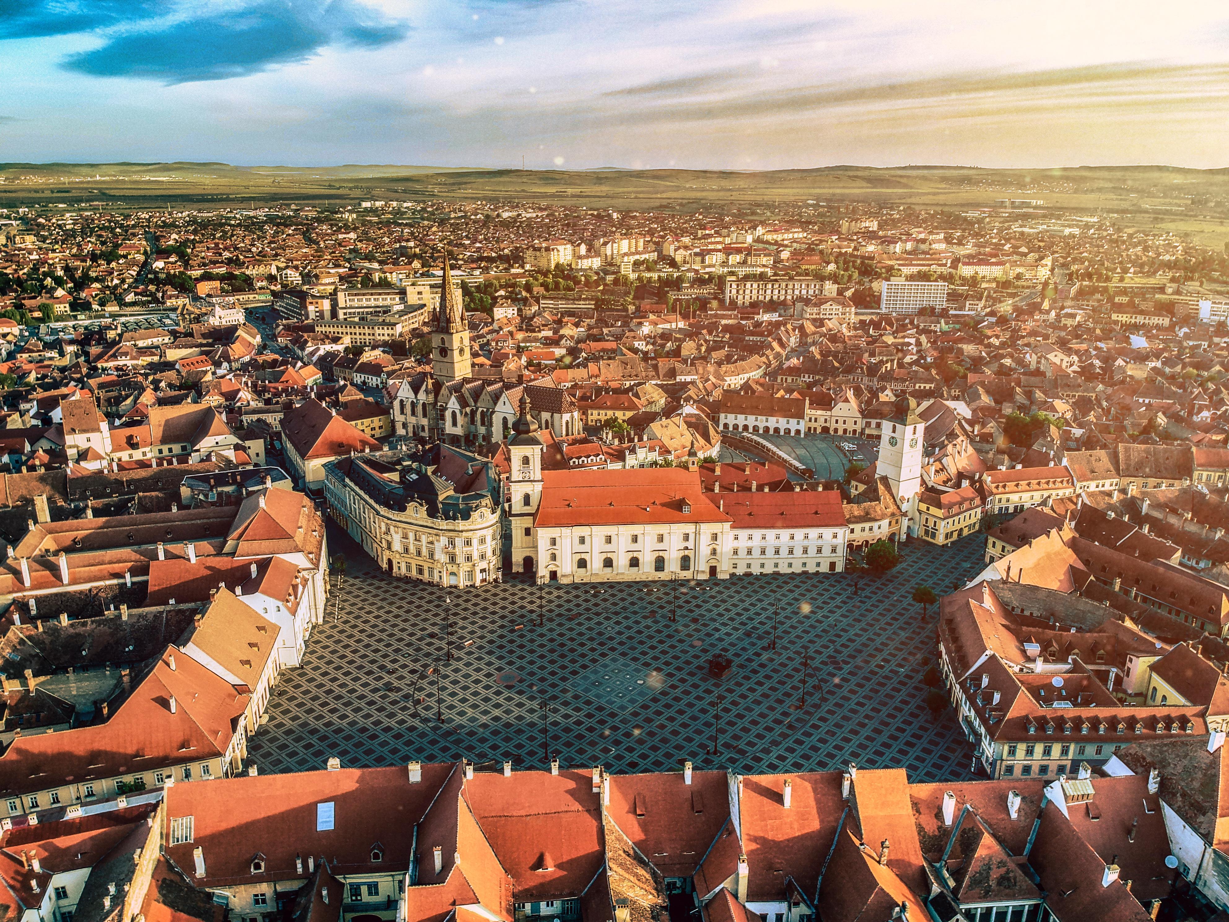 Strategia de dezvoltare a Sibiului va fi făcută de firma fondată de Florin Cîțu, Daniel Dăianu și Dragoș Pîslaru