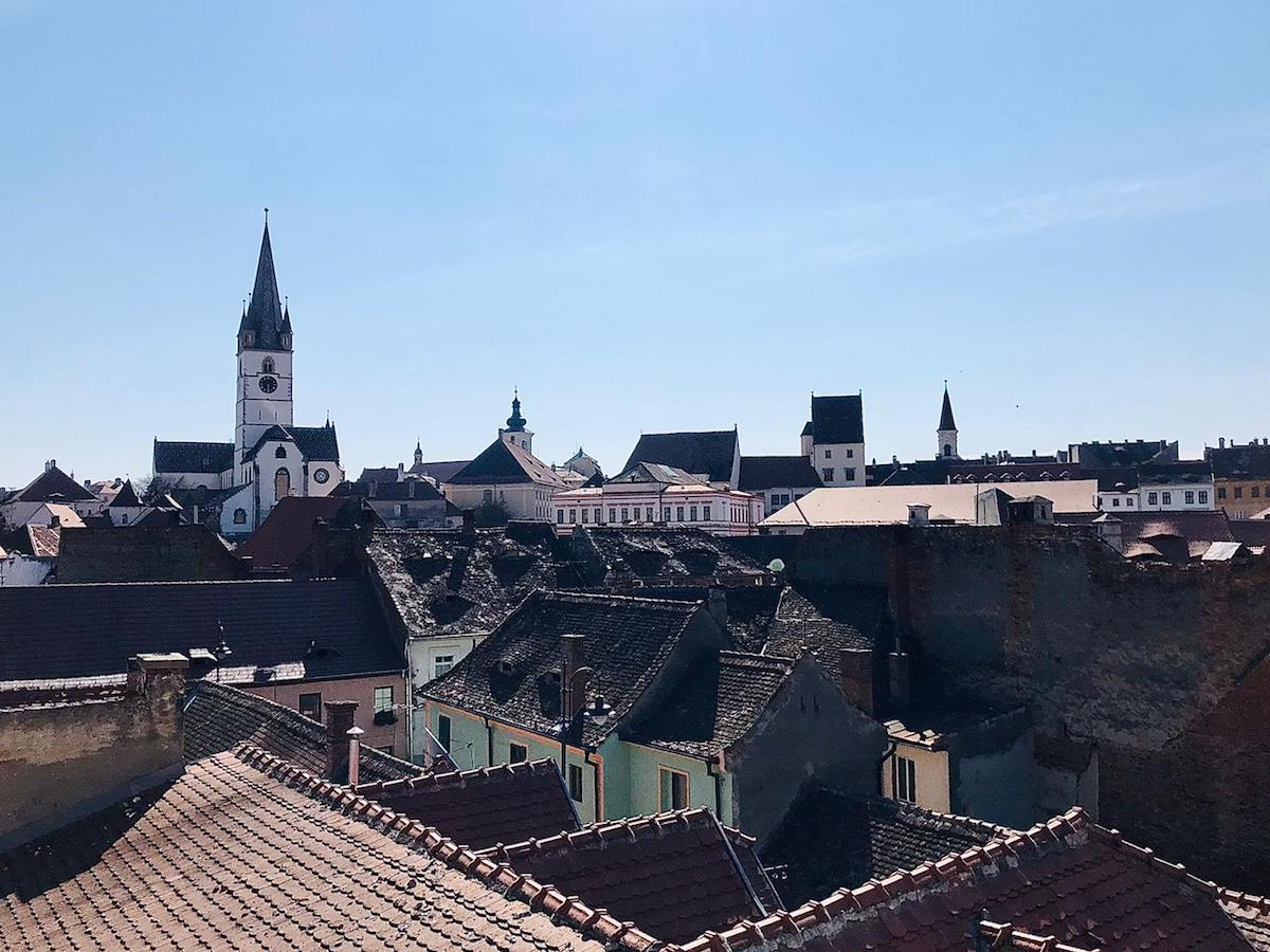 Ce facem în weekend? Mergem la slujba de Înviere și vizităm muzeul în aer liber din Dumbrava Sibiului