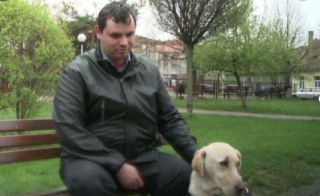 Cazul nevăzătorului care nu a fost lăsat să urce cu câinele-ghid într-un autobuz care venea la Sibiu a ajuns la Înalta Curte