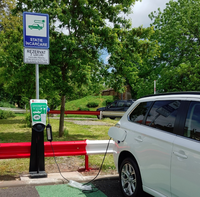 Cinci noi stații de încărcare a mașinilor electrice au fost puse în funcțiune la mall-urile din Sibiu