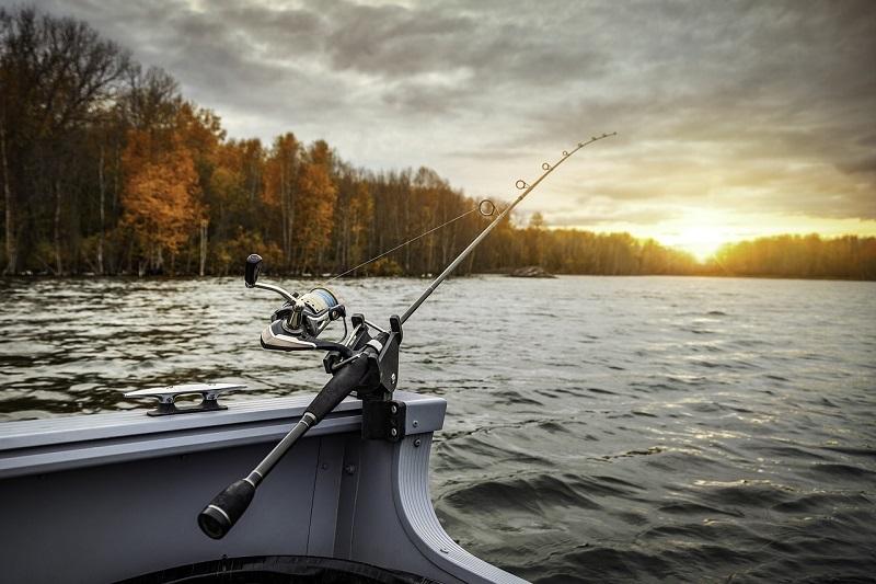 De ce românii adoră să-și petreacă timpul liber într-o excursie la pescuit?