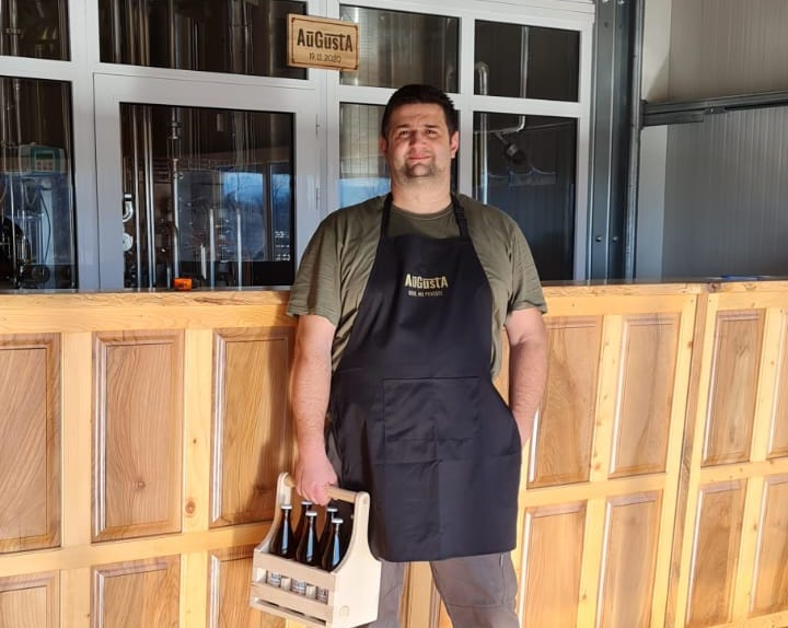 """Un sibian a construit o fabrică de bere, de la zero, la Avrig. """"Deocamdată sunt singurul muncitor"""""""