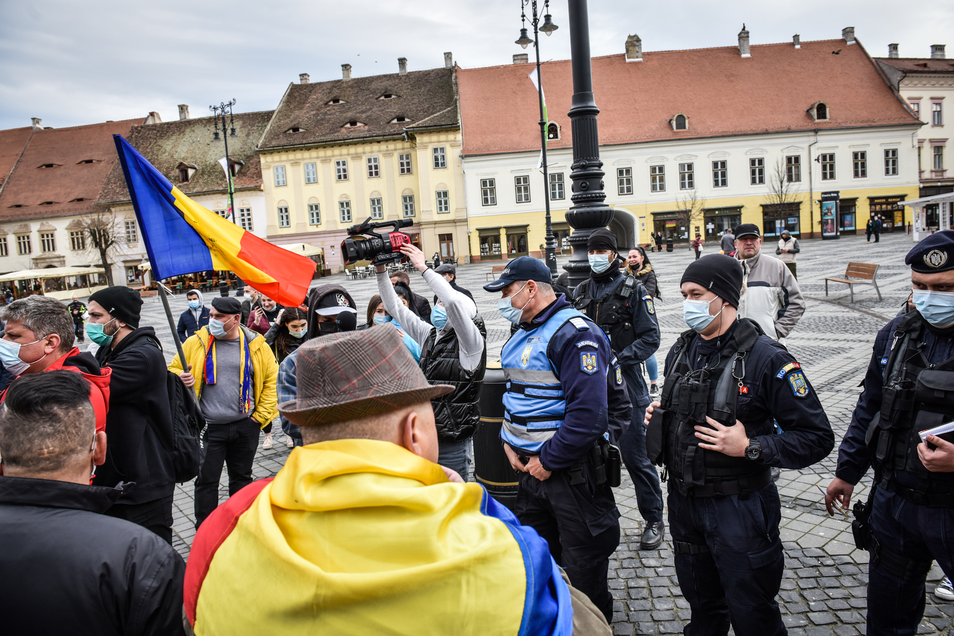 """Protest anunțat în Piața Mare: """"interese obscure ale unora care încearcă să ne servească o nouă ordine mondială"""""""