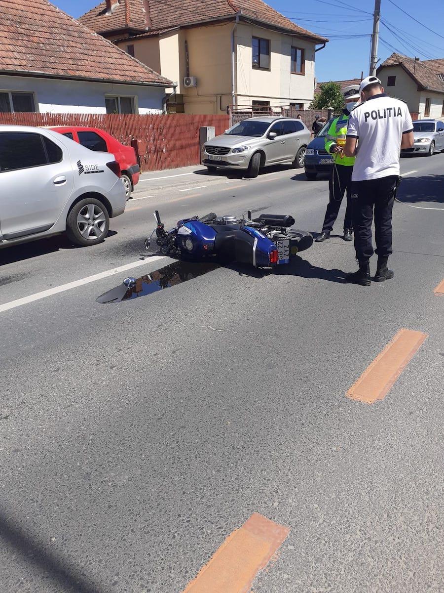 Motociclist lovit de mașină, pe Ștefan cel Mare. Șoferul nu s-a asigurat