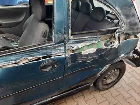 Un șofer de TIR a lovit o mașină în curbă, pe Hula Bradului, și n-a oprit. Poliția i-a dat 870 de lei amendă
