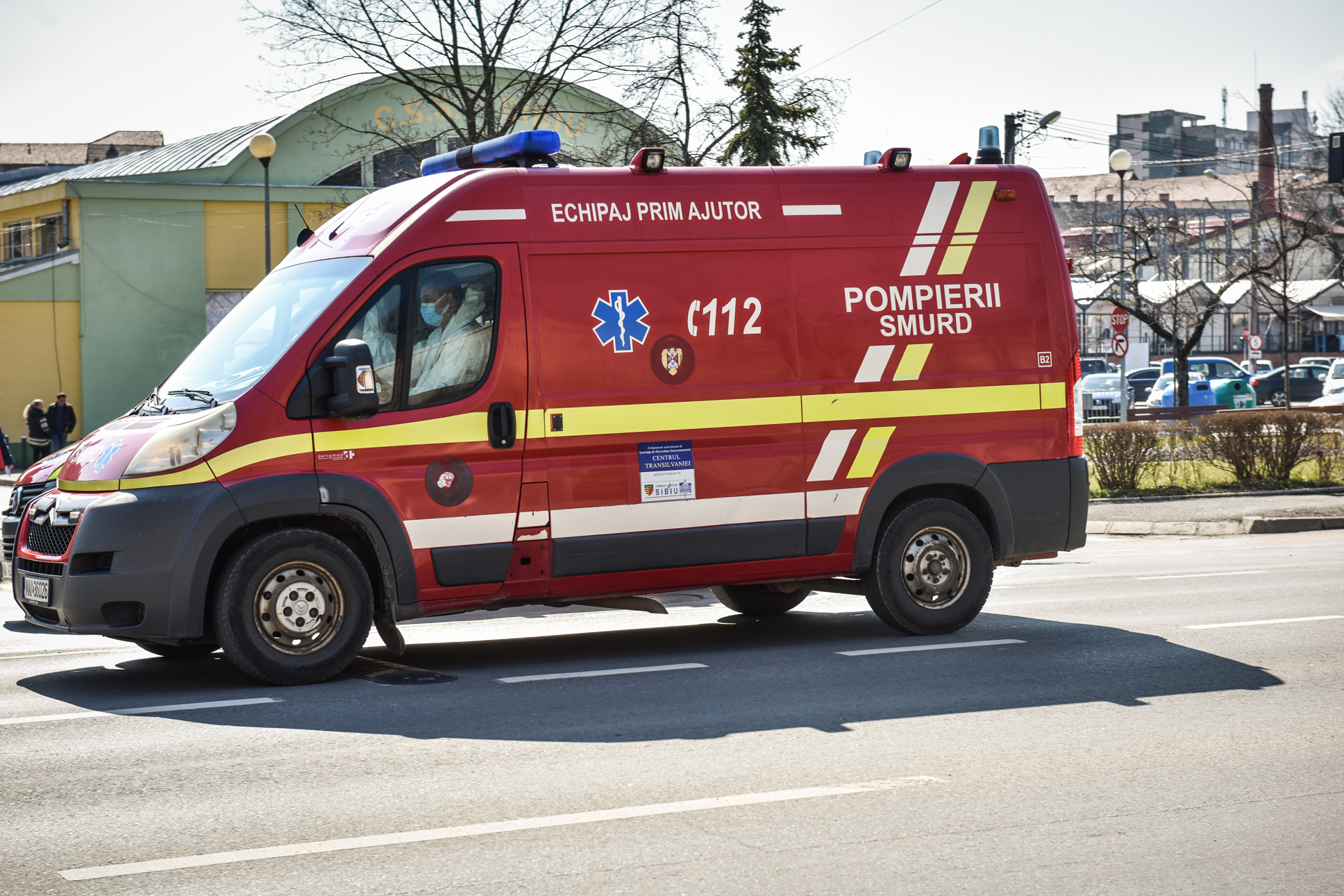 Accident, pe Alba Iulia, în giratoriul de la Metro. Două persoane au fost rănite