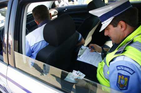 Polițiștii sibieni au aplicat 510 sancțiuni contravenționale și au reținut 33 de permise, în weekend