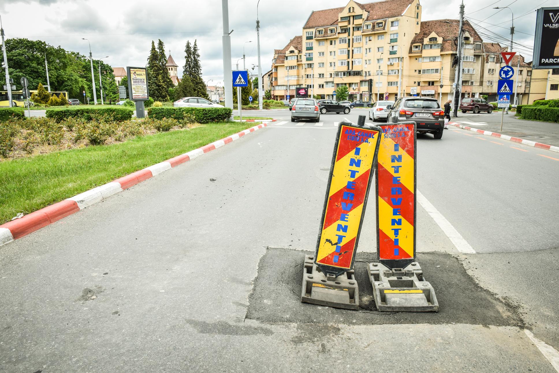 Reacția Apă Canal la groapa care a enervat șoferii: Am vrut de ieri să asfaltăm, însă ascunde un posibil defect mai grav