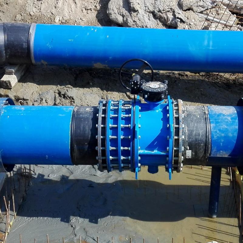 Lucrări de cuplare a noii conducte de distribuție de apă potabilă din strada Bârsei