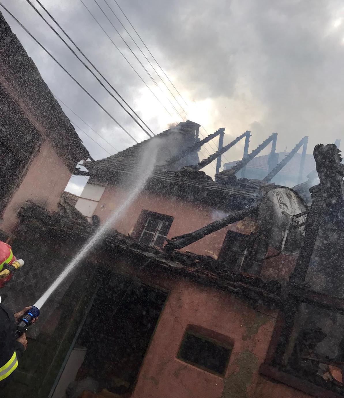O casă s-a făcut scrum la Sibiel în prima zi de Paști