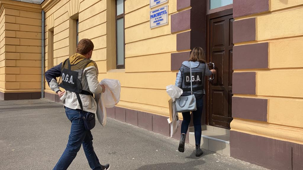"""Dosarul polițiștilor șpăgari: procurorii sibieni cer arestarea a zece dintre ei. """"Surprinzător, în cazul unora"""""""