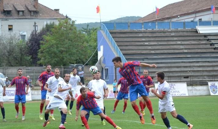 """Primul meci de fotbal cu spectatori, la Cisnădie: """"Se vor verifica documentele care atestă vaccinarea sau testarea"""""""