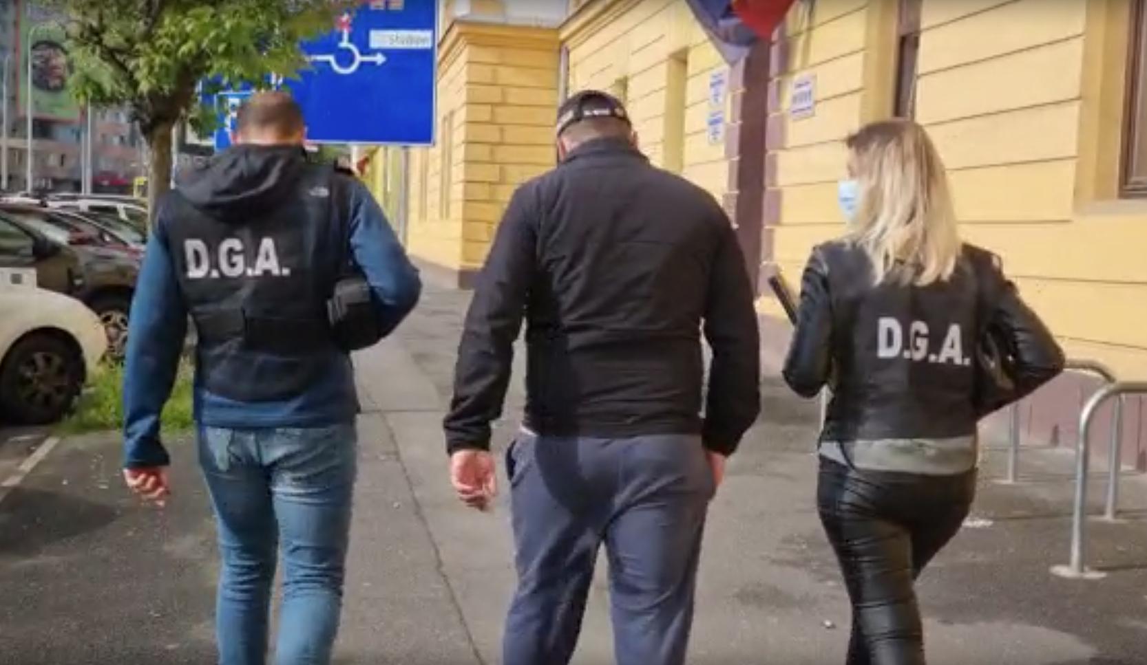 Dosarul polițiștilor șpăgari: opt au fost au fost arestați, doi așteaptă azi decizia judecătorului