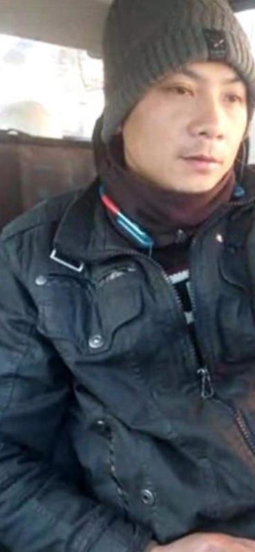 """Un muncitor vietnamez reclamă angajatorul sibian: """"Sunt datori cu 5.000 de euro"""". Firma îl acuză de furt"""