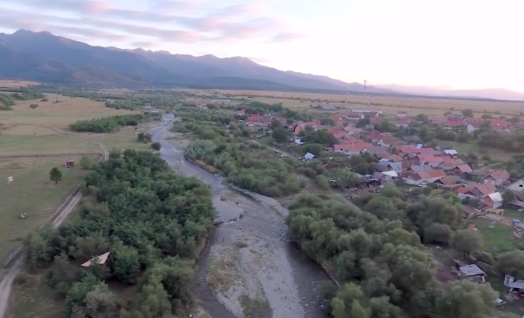 """Trei râuri de munte din Sibiu vor fi betonate și îndiguite. """"Susțin că soluțiile verzi sunt mai dăunătoare decât betonul"""""""