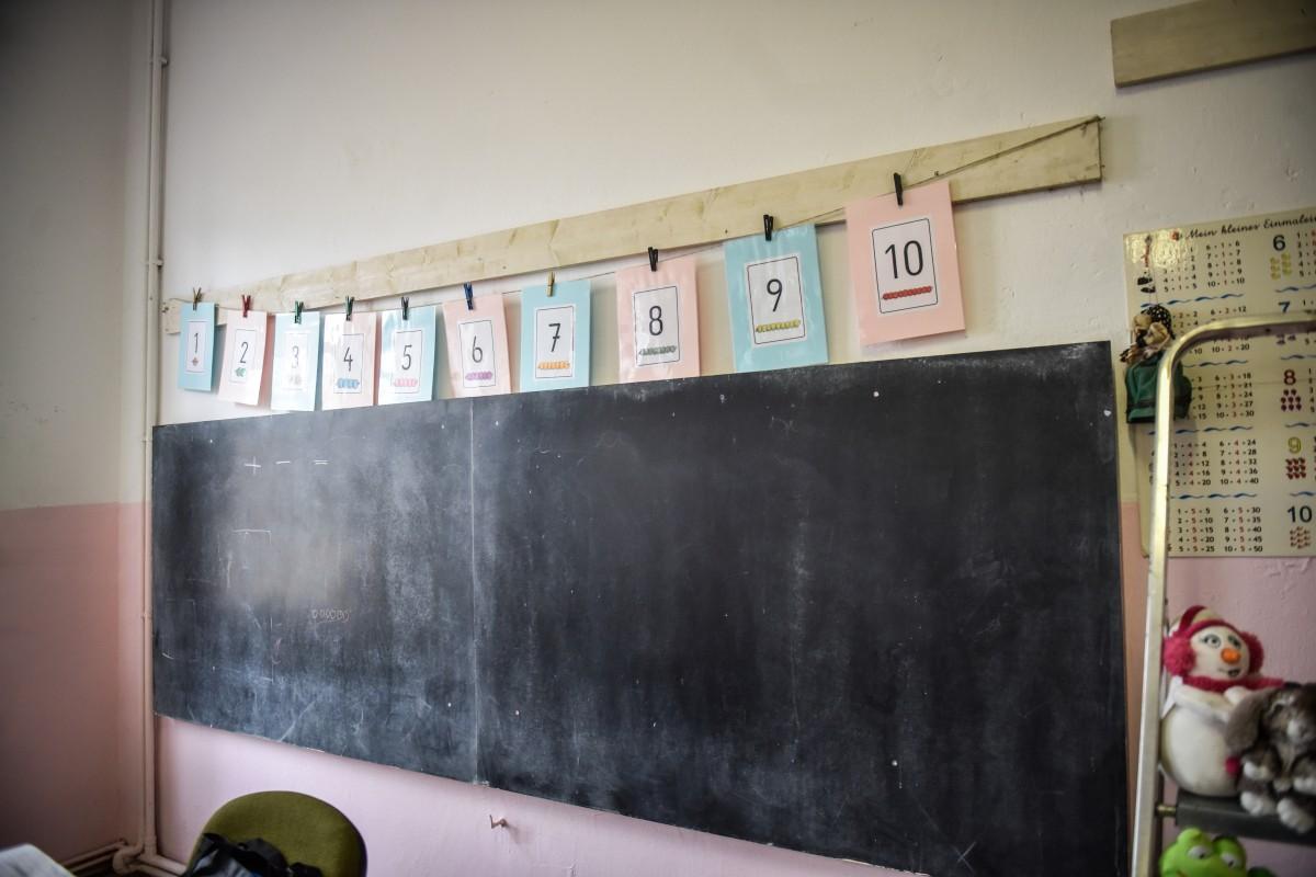 Elevii din Mediaș merg de mâine la școală. Cei din Orlat și Marpod se întorc în on line