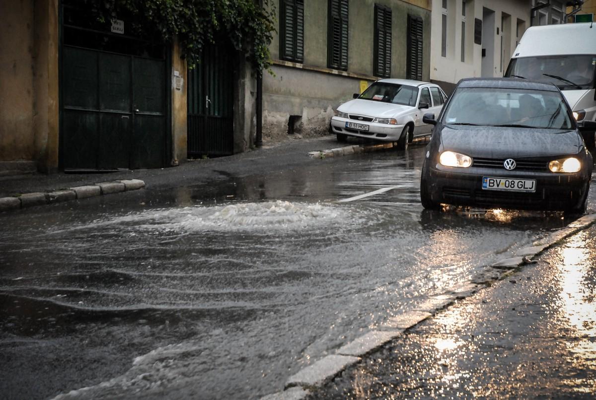 Cod portocaliu de ploi, în județul Sibiu. Pompierii transmit recomandări