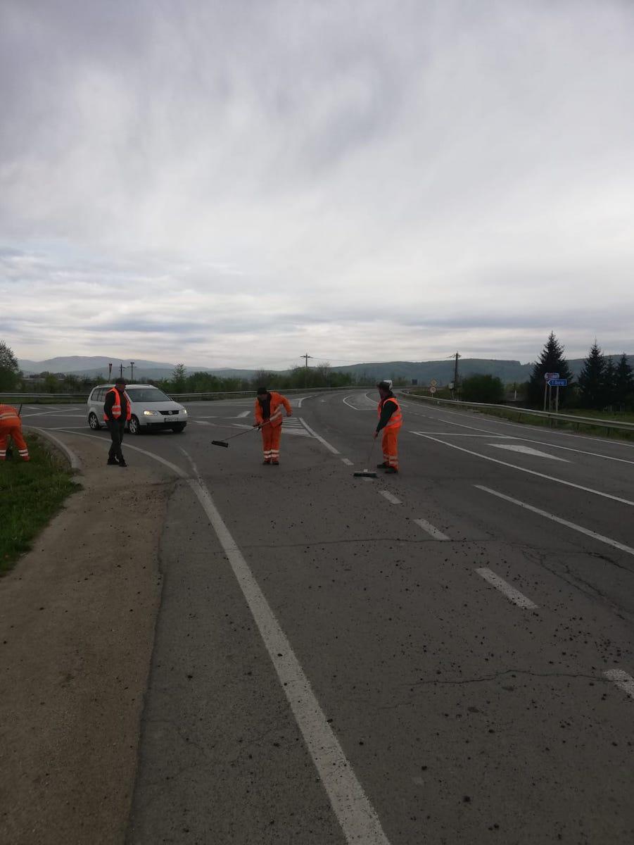 Trafic îngreunat pe DN1, în Avrig, după ce a căzut pietrișul dintr-o semiremorcă