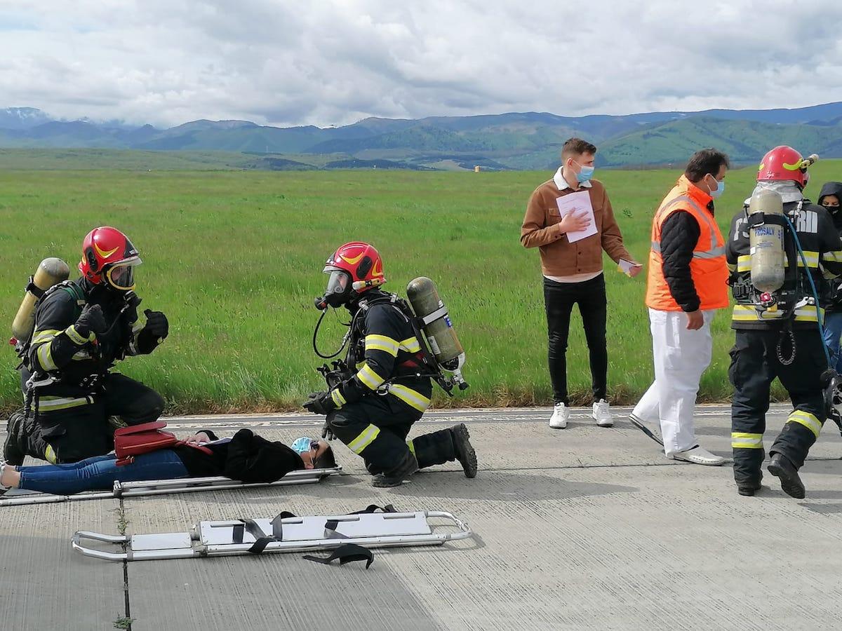 Exercițiu de amploare la Aeroportul Internațional Sibiu – au participat peste 40 de pompieri și mai multe autospeciale