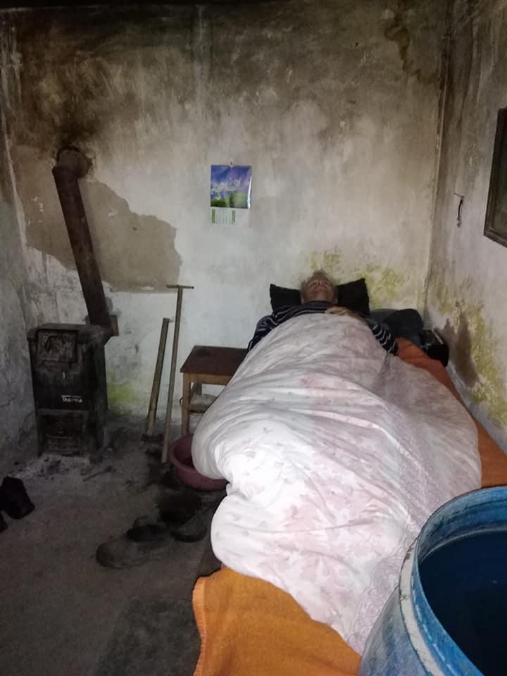 Povestea neromanțată a familiei care trăiește de mai bine de 33 de ani în câmp, în Șelimbăr