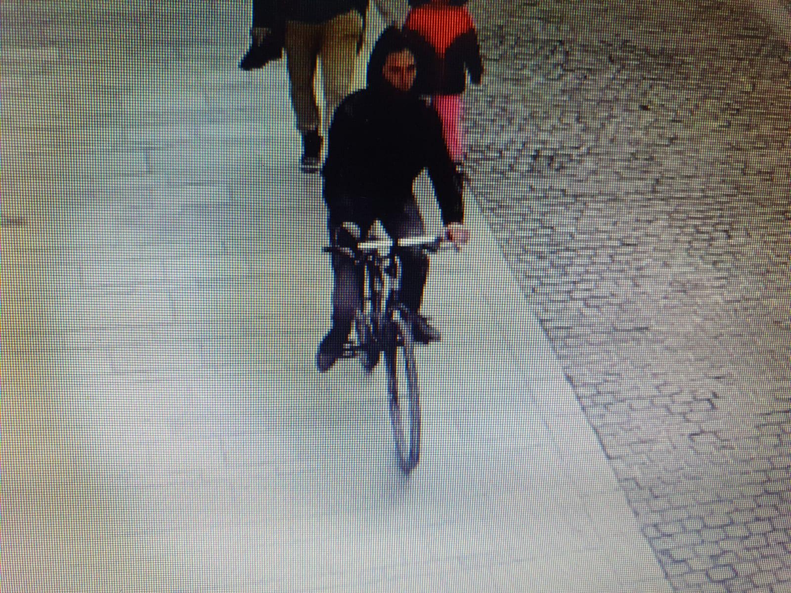 FOTO-Biciclistul care a lovit o fetiță s-a prezentat la poliție