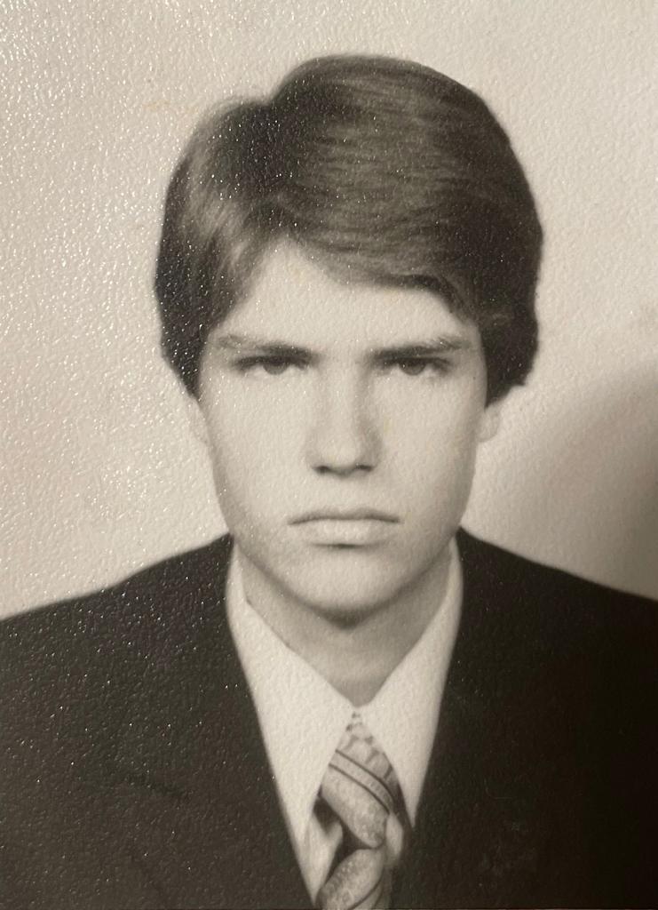 Klaus Iohannis, amintiri din copilărie. Președintele a publicat o fotografie de când avea 17 ani
