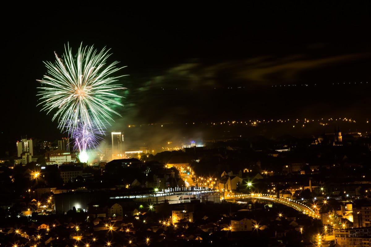 Foc de artificii de pe Dealul Gușteriței, vizibil în cea mai mare parte a Sibiului