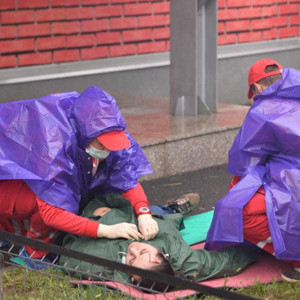 Sibian resuscitat pe marginea drumului de un voluntar al Crucii Roșii aflat în trecere