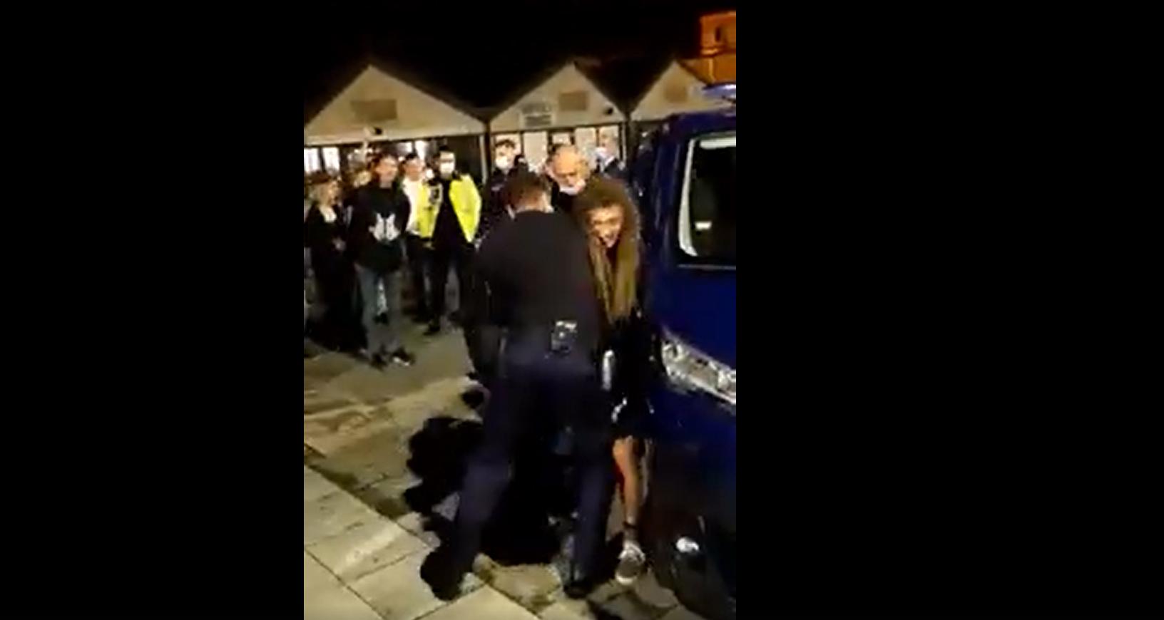 VIDEO – Doi tineri imobilizați de Jandarmerie în Piața Habermann