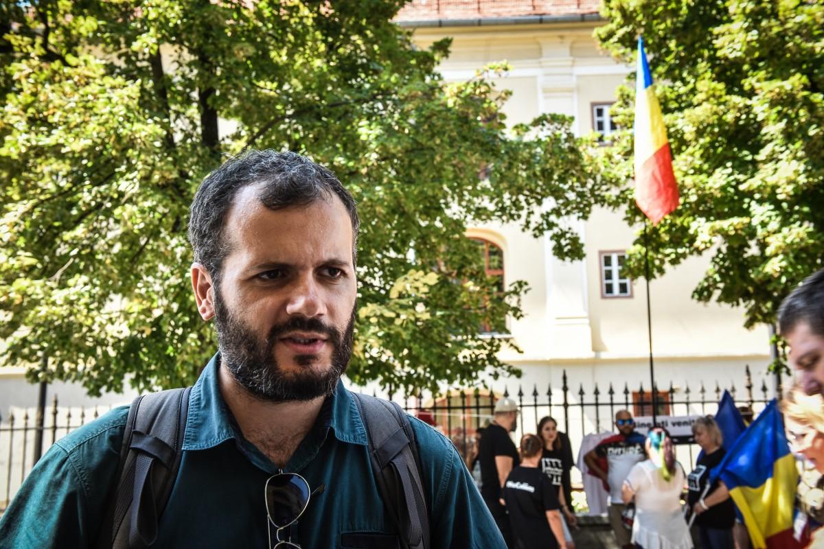 """Aproape 400  de persoane au semnat petiția lansată de Radu Vancu pentru schimbarea numelui Școlii """"Radu Selejan"""" în Mircea Ivănescu"""