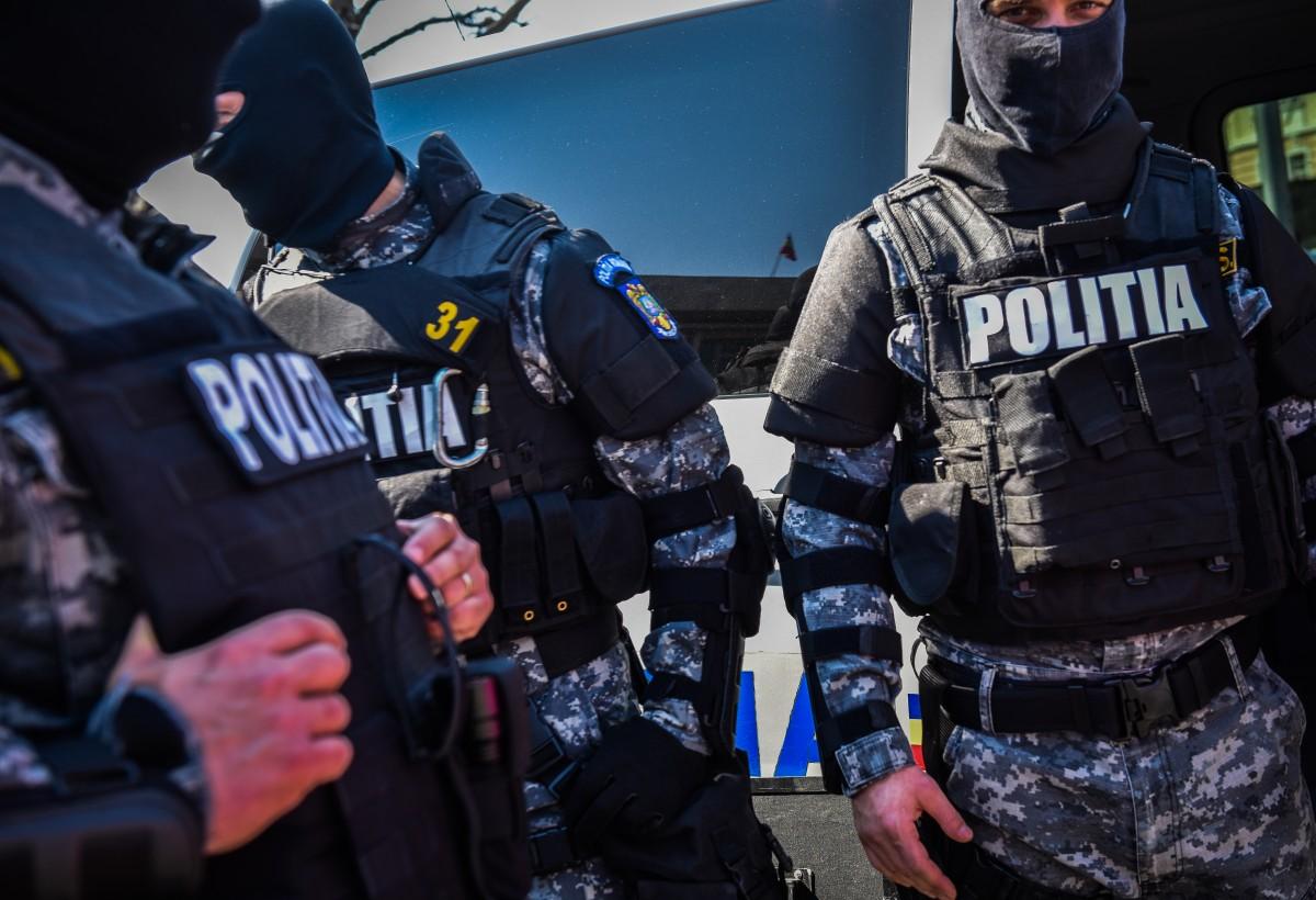 """Descinderi: pe lângă șpăgi """"modice"""" și furt de asfalt, un polițist de comună și-a impus viceprimarul"""