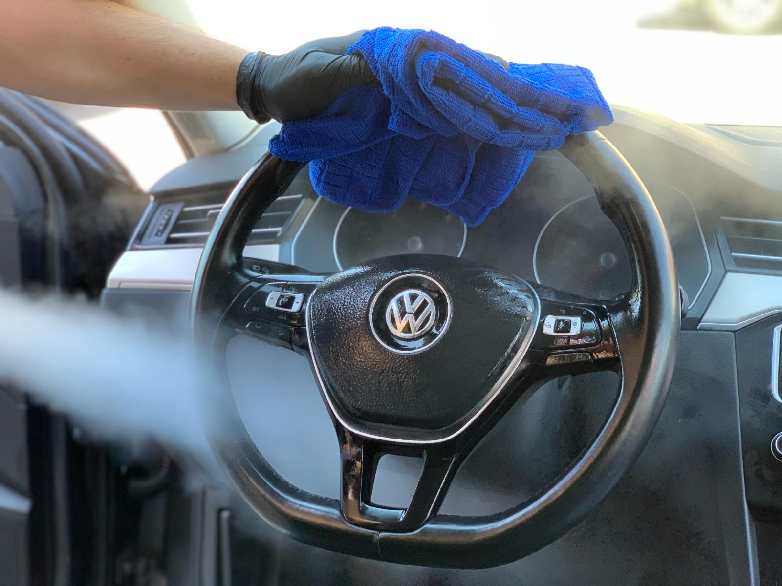 """Un sibian a deschis prima spălătorie auto ecologică din județ. """"Se consumă aproximativ trei litri de apă pentru curățarea unei mașini"""""""