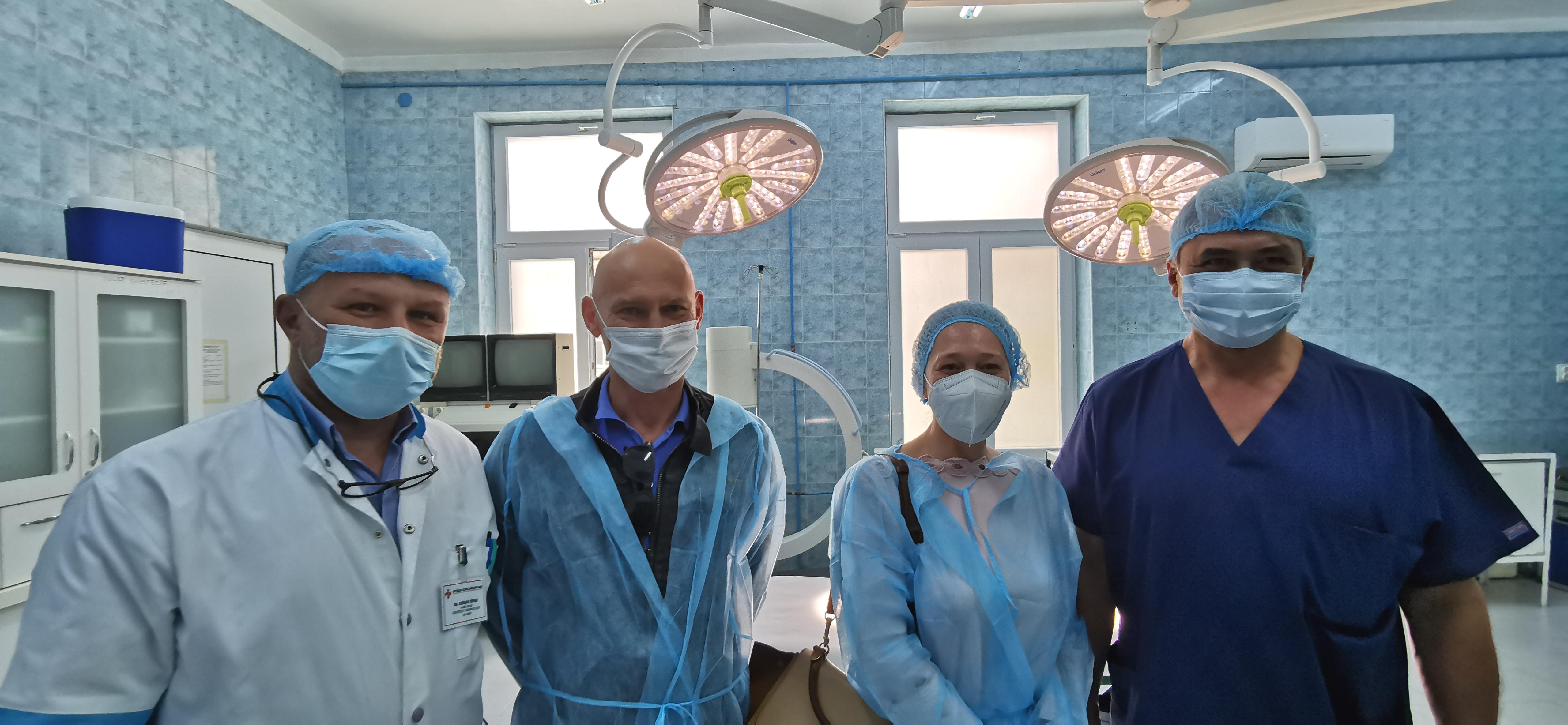O familie din Sibiu sponsorizează cu 22.000 de euro Spitalul Județean: lămpi scialitice pentru două săli de operație