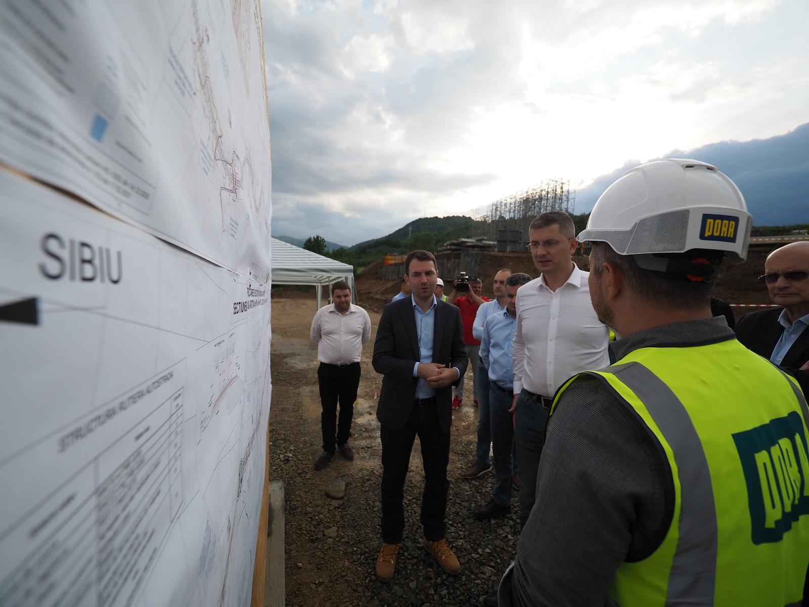 Ministrul Drulă le-a dat asigurări sibienilor că anul acesta vor putea merge pe autostradă până la Cluj