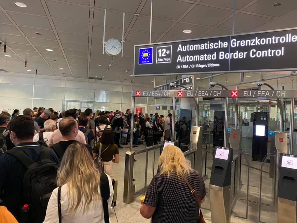 """Europarlamentar sibian, ținut la coadă pe aeroport: unele state au simțit din nou gustul milogirii """"la vamă"""""""