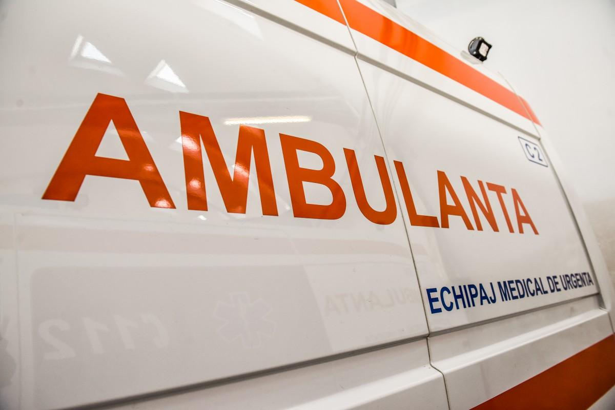 Accident în lanț la Slimnic: o fetiță a fost transportată la spital