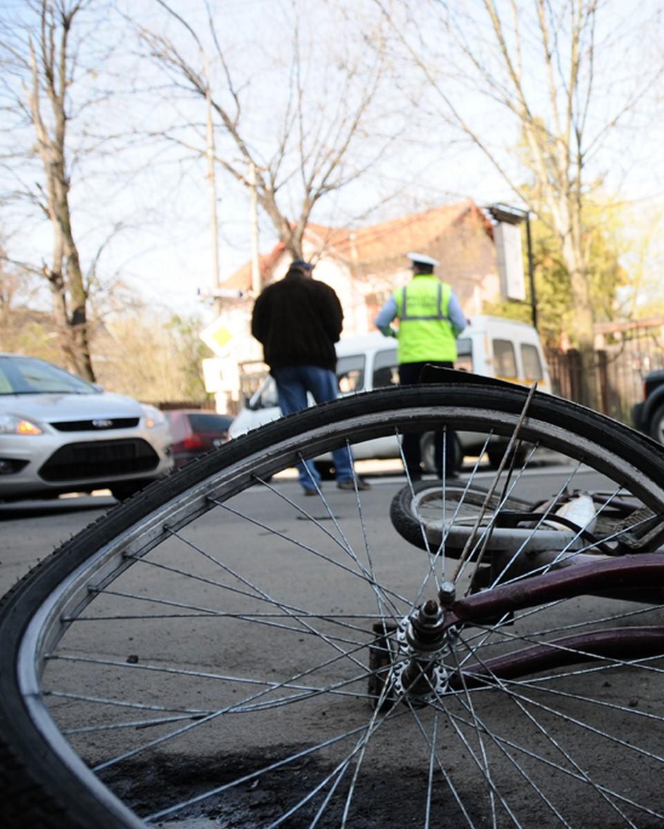 Accident la Cisnădioara. Un biciclist s-a dezechilibrat și a căzut în afara drumului