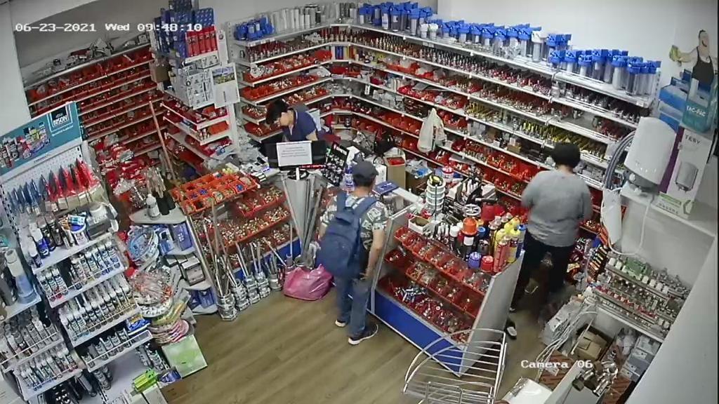 VIDEO Un sibian a rămas fără portofel, într-un magazin din zona Gării